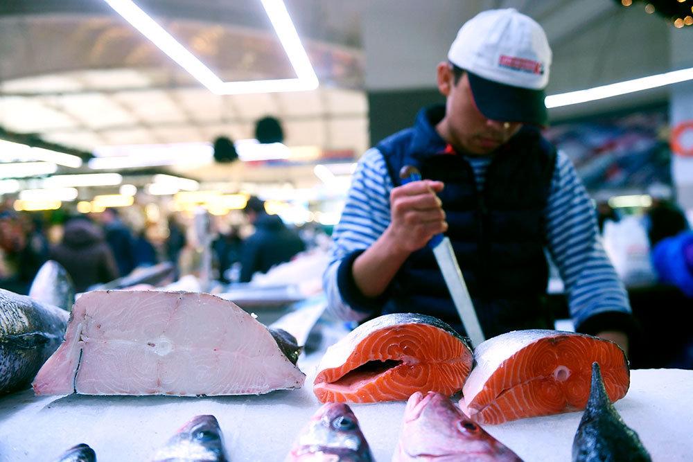 Российская газета: Налоговики убирают с рыбного рынка теневых посредников